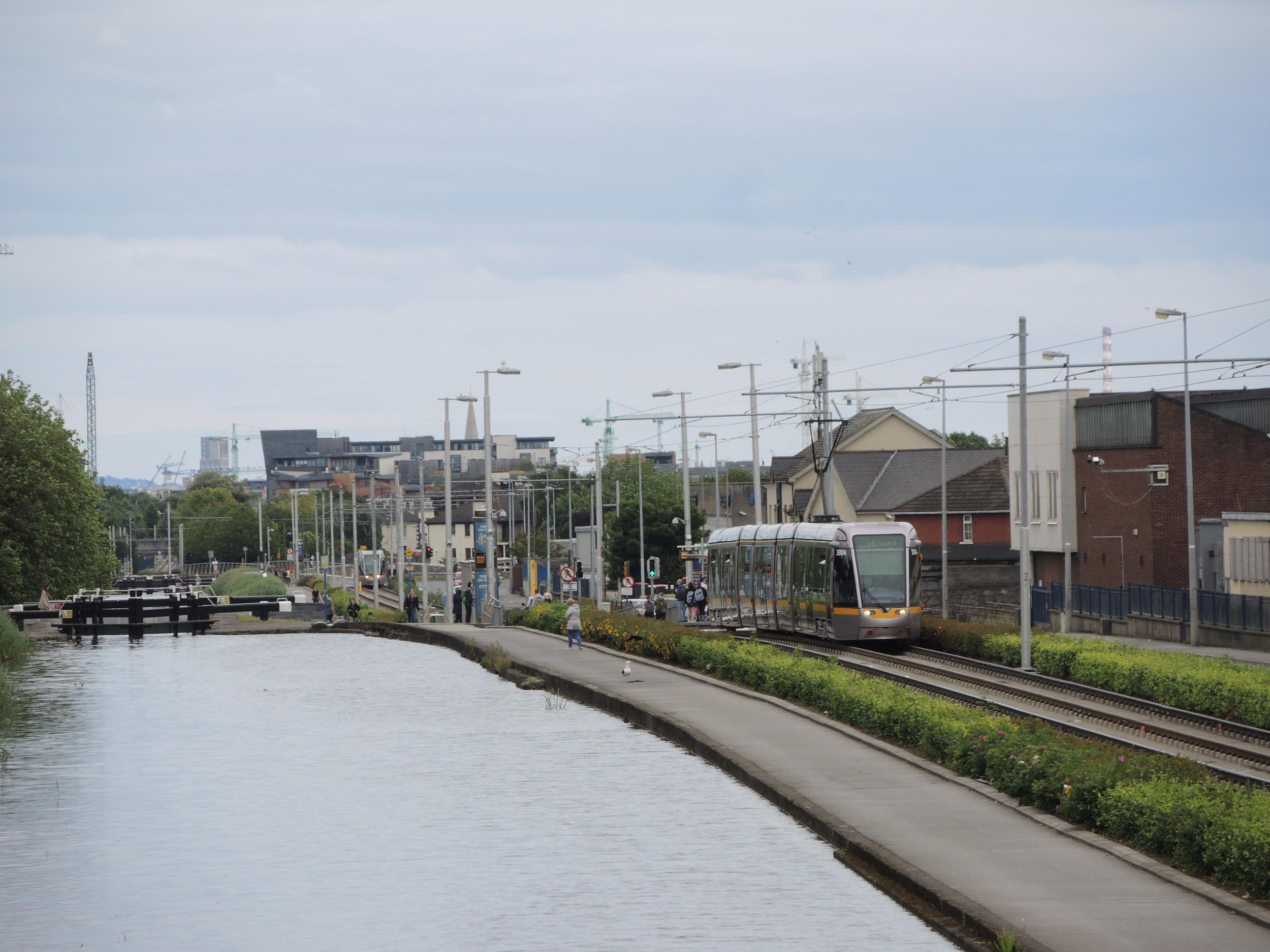 strassenbahn-mit-kanal.jpg