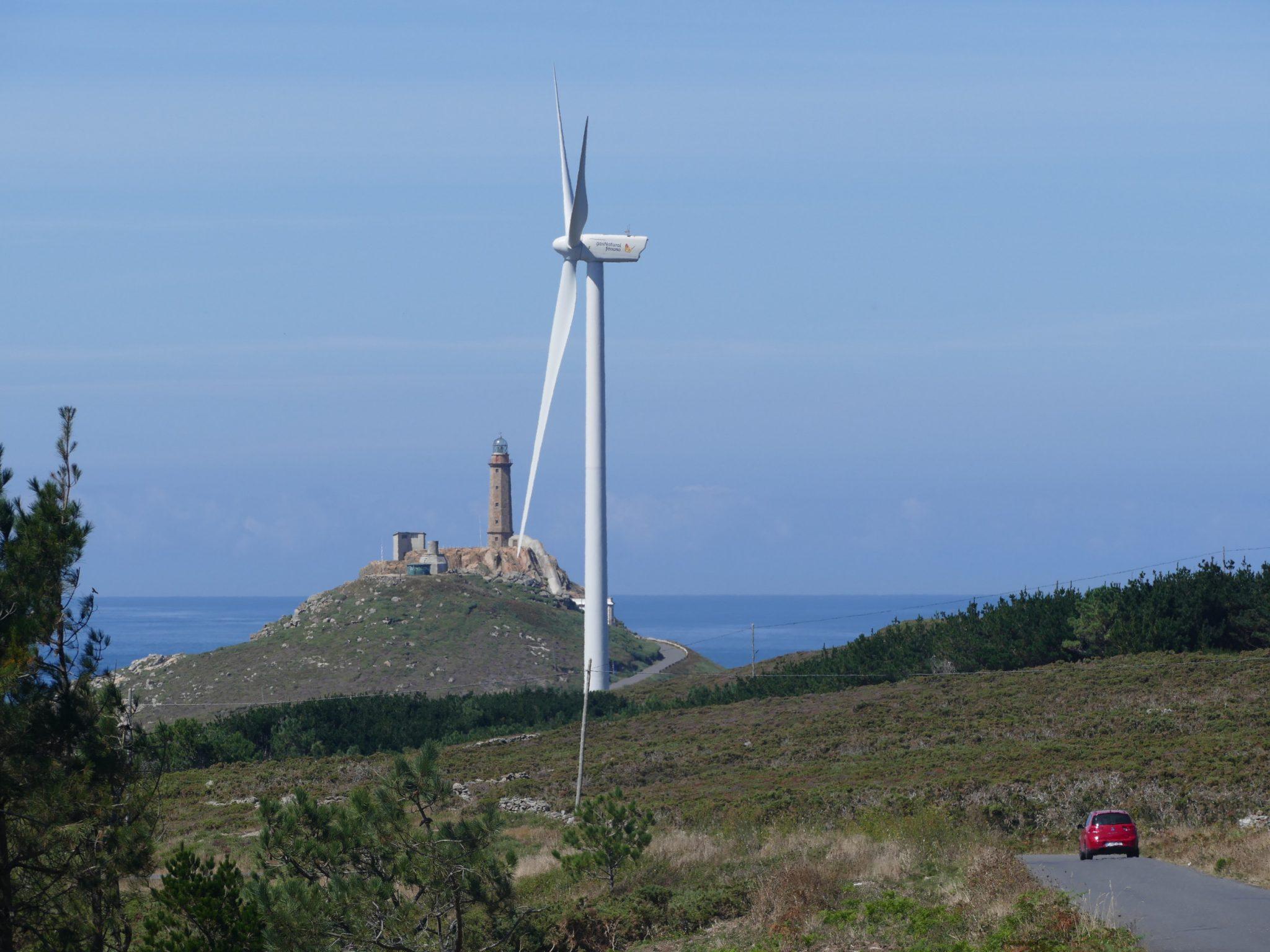 Faro de cabo Vilán mit Windmühle