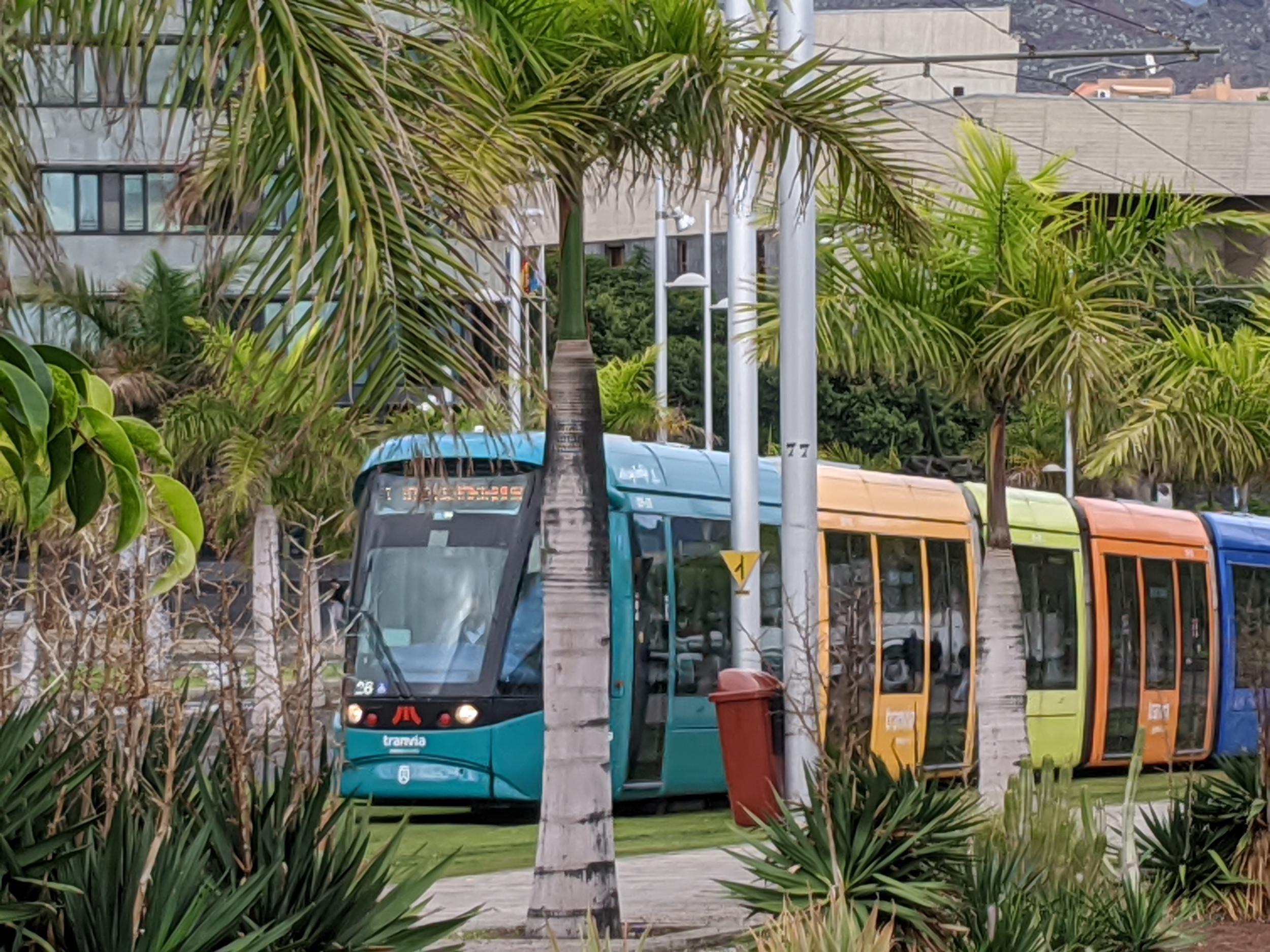 tram-faehrt-intercambiador-an.jpg